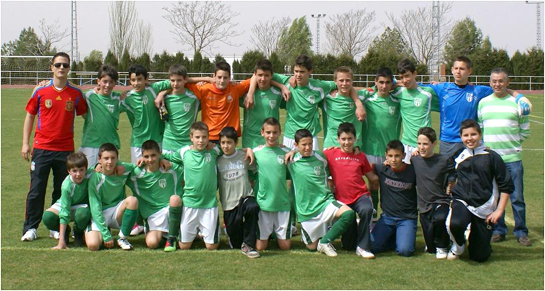 Los equipos infantil y alevín de las Escuelas Deportivas de Fútbol del  Ayuntamiento de La ... 6b0cf6e6df760